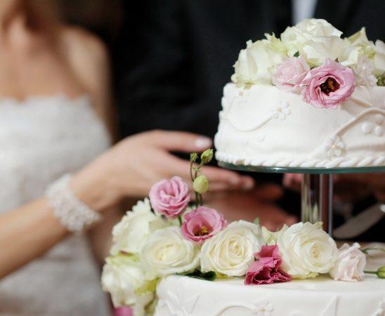 10 أفكار مبتكرة حول تزيين كيكة الزفاف