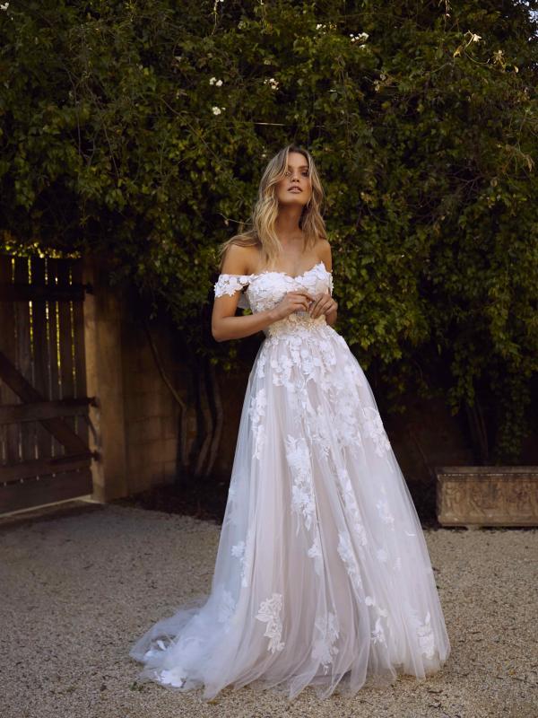 فساتين زفاف كلاسيكية : تصميم إيلورا