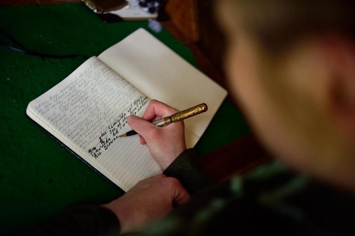 الكتابة بالريشة