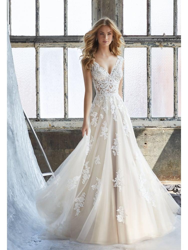 فستان زفاف فاخر