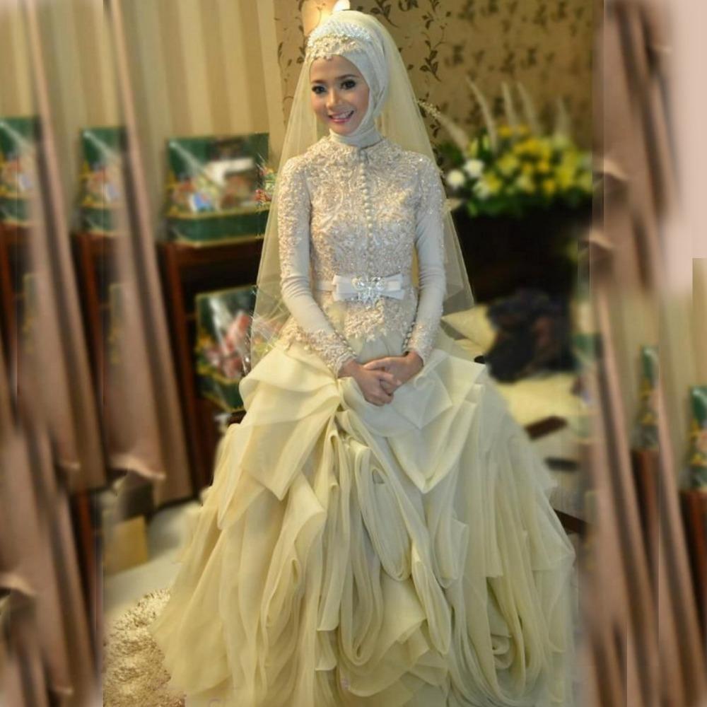 فستان زفاف عاجي