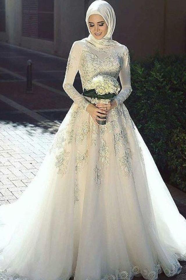 فستان زفاف بسيط بنقوش ساحرة