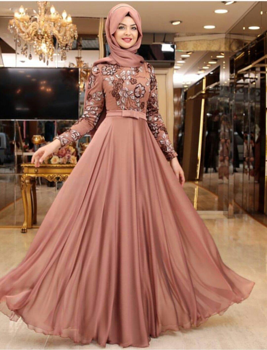 فستان زفاف بسيط بلون مختلف
