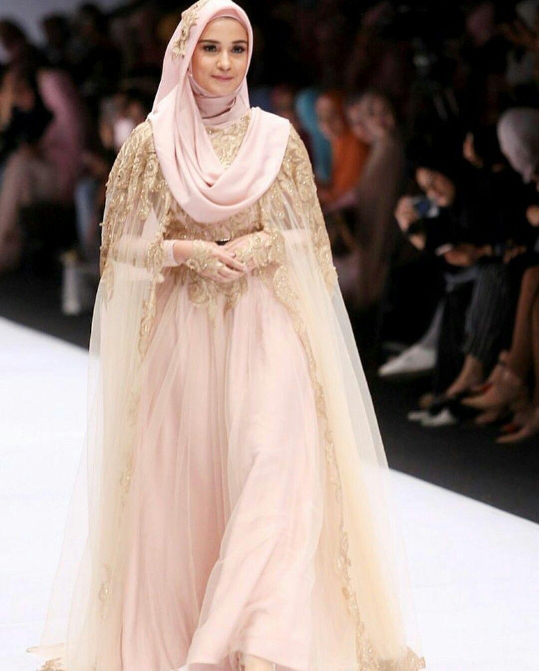 فستان زفاف يحتوي أكثر من قطعة