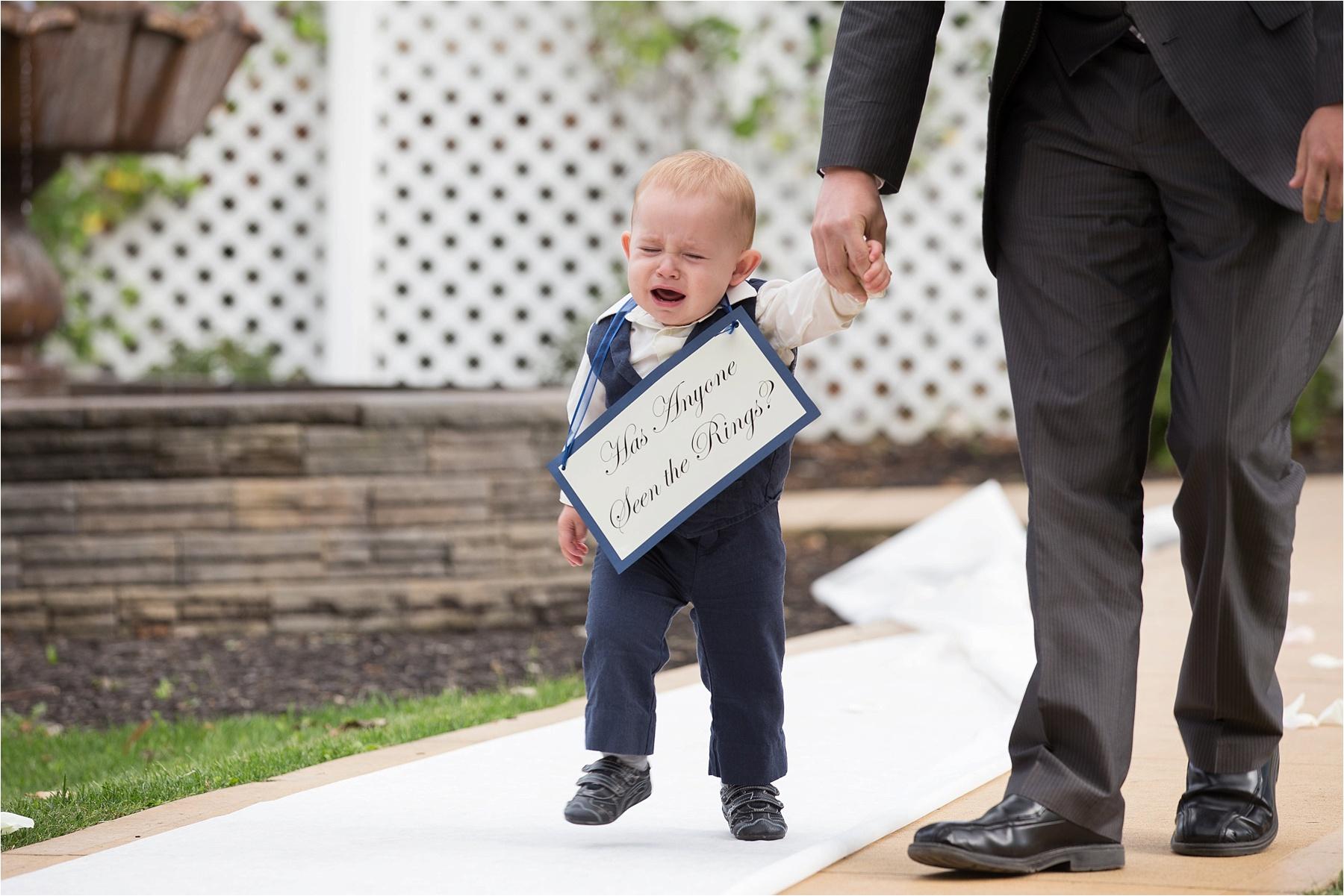طفل يبكي يوم الزفاف