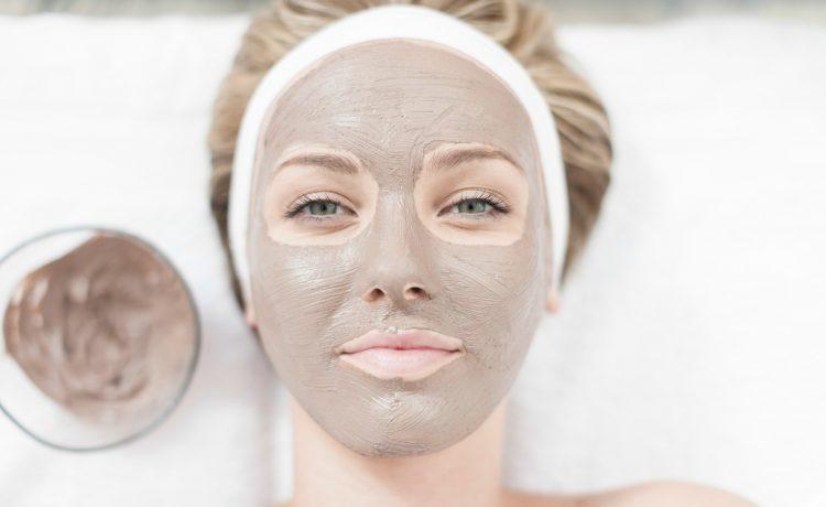 قناع تبييض الوجه