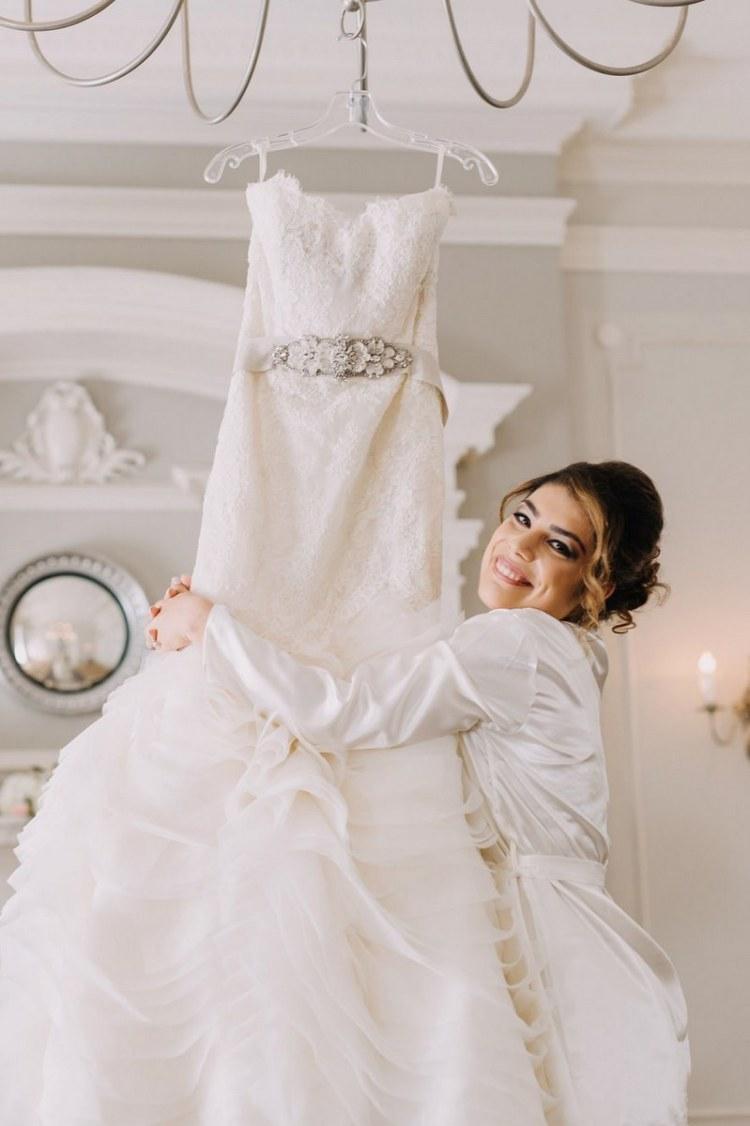فستان زفاف دون أكمام