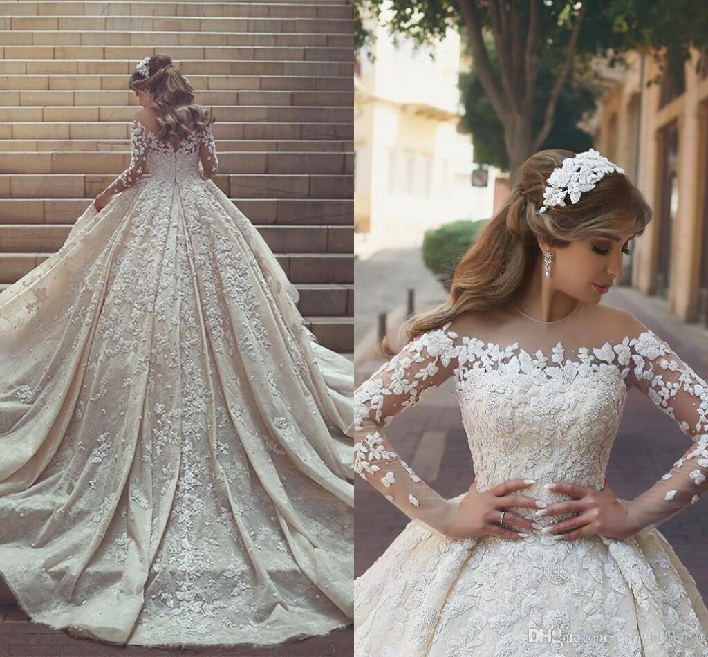 فستان زفاف بنقوش كلاسيكية