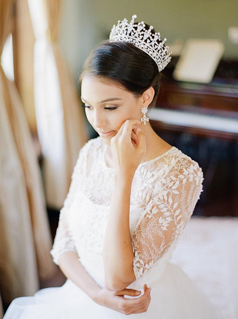 تاج يناسب بقية حلي العروس