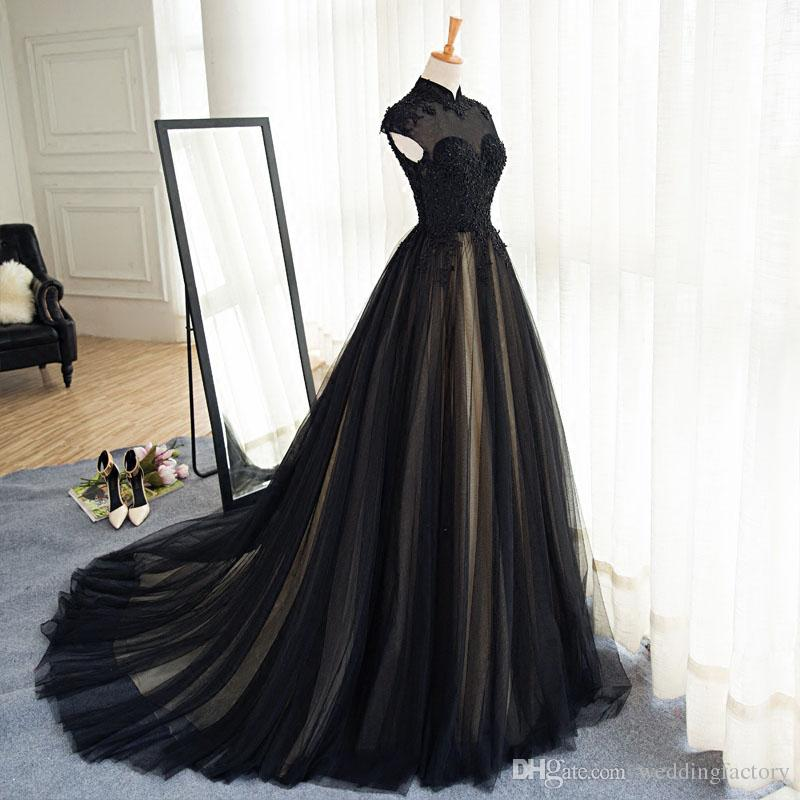 فستان زفاف بخامات متعددة
