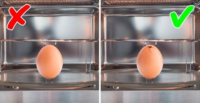 البيض في الميكروويف