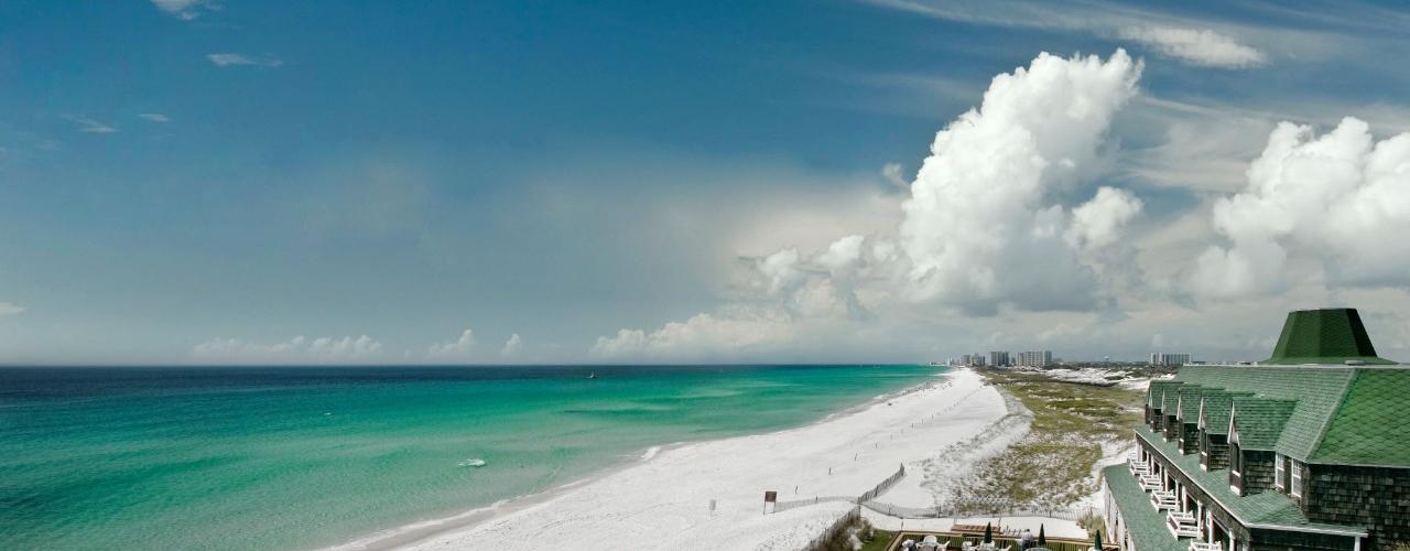 غيوم على الشاطئ