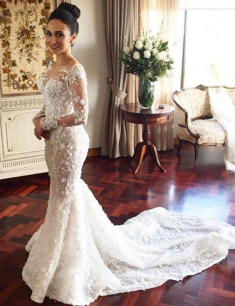 فستان زفاف طويل على شكل سمكة