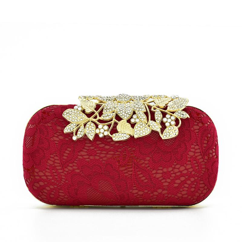 حقيبة يد حمراء