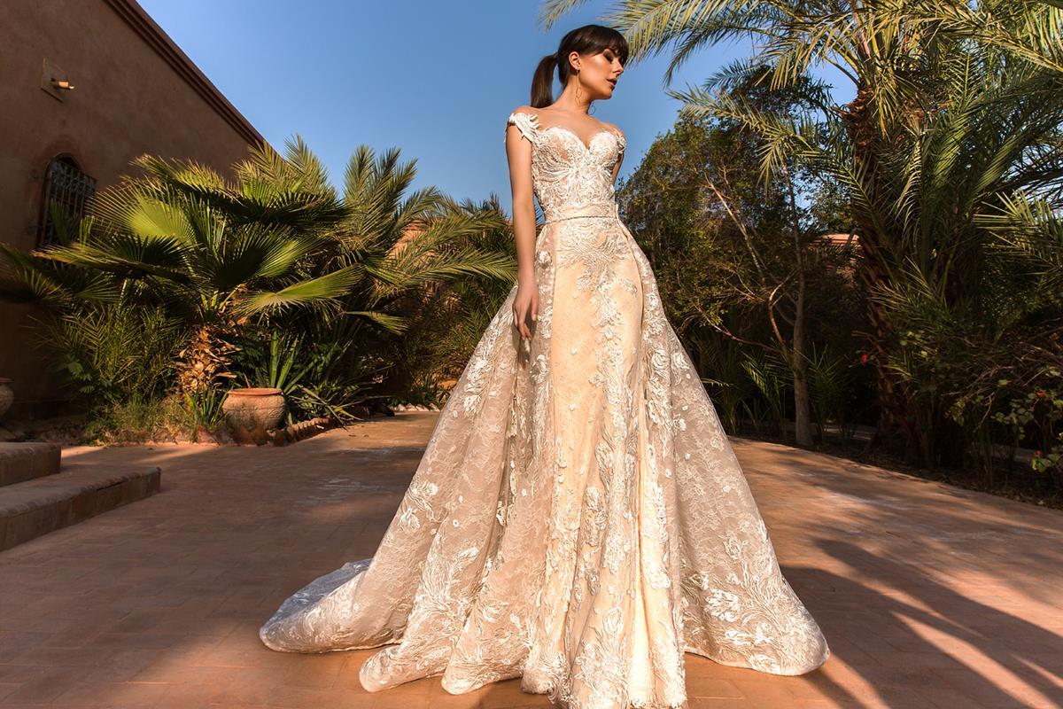 فستان زفاف ذهبي