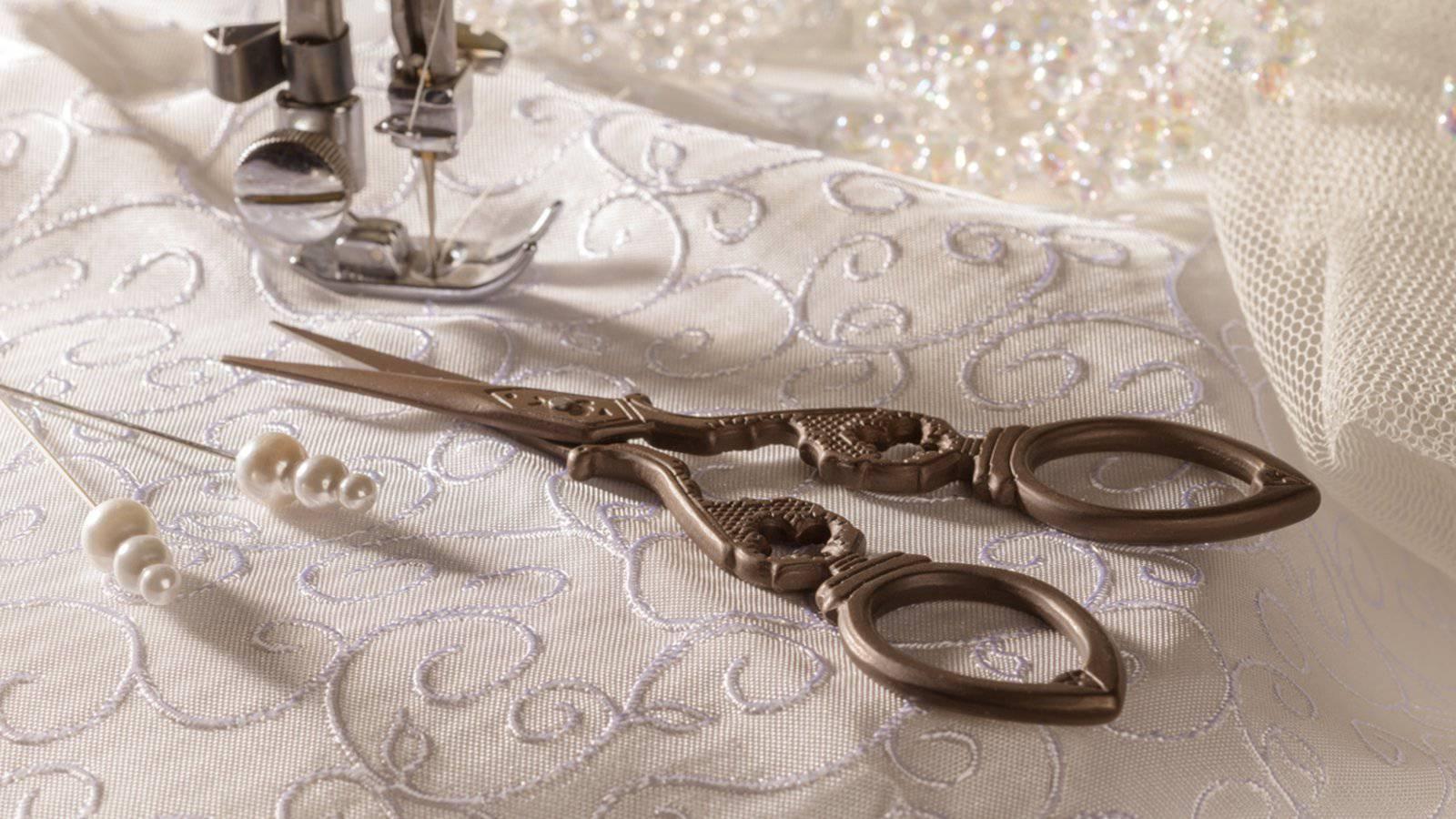 خياطة فستان زفاف