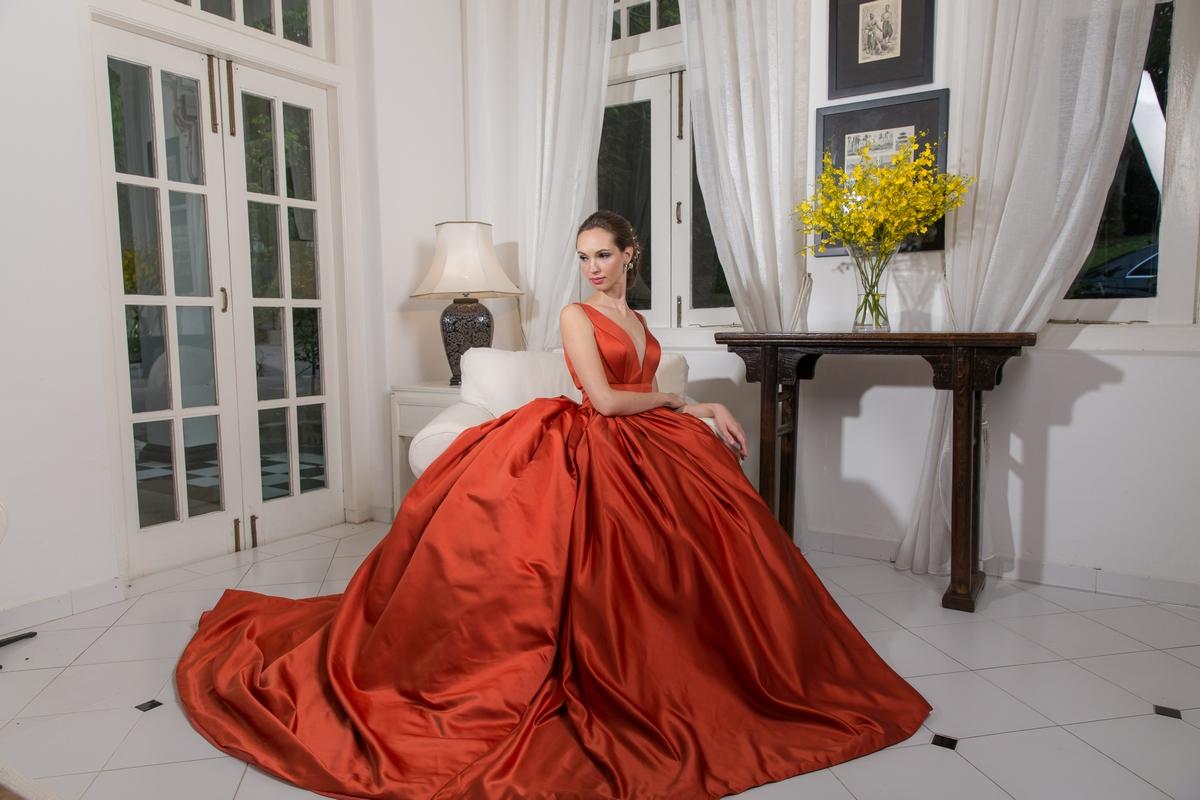 فستان حريري