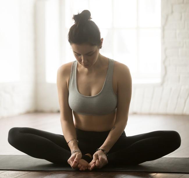 تمرين تمديد العضلات الداخلية للفخذين تمارين اليوغا