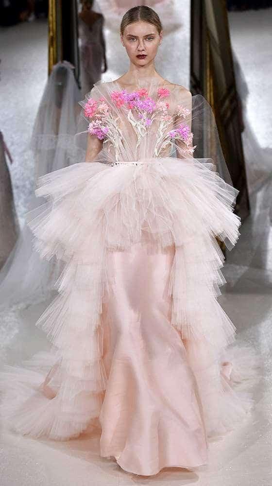 """فستان زفاف على شكل باقة ورد من تصميم """"كافيار غوش"""""""