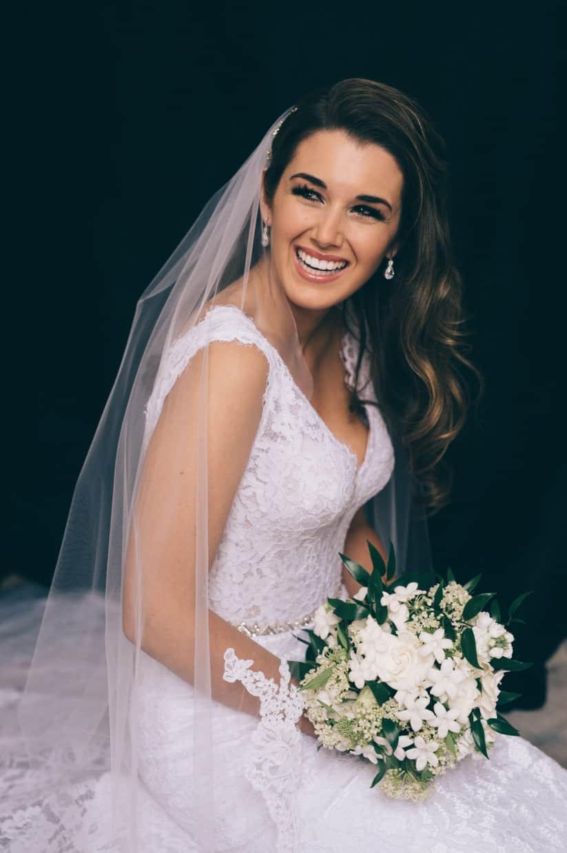 تسريحات شعر عروس بالصور: تسريحة شعر منسدلة مموجة