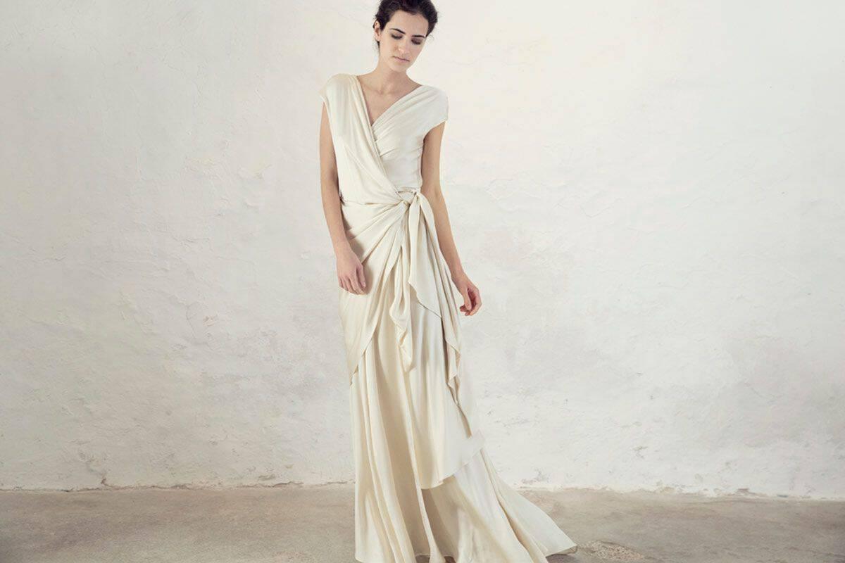 فستان حريري بتصميم متميز