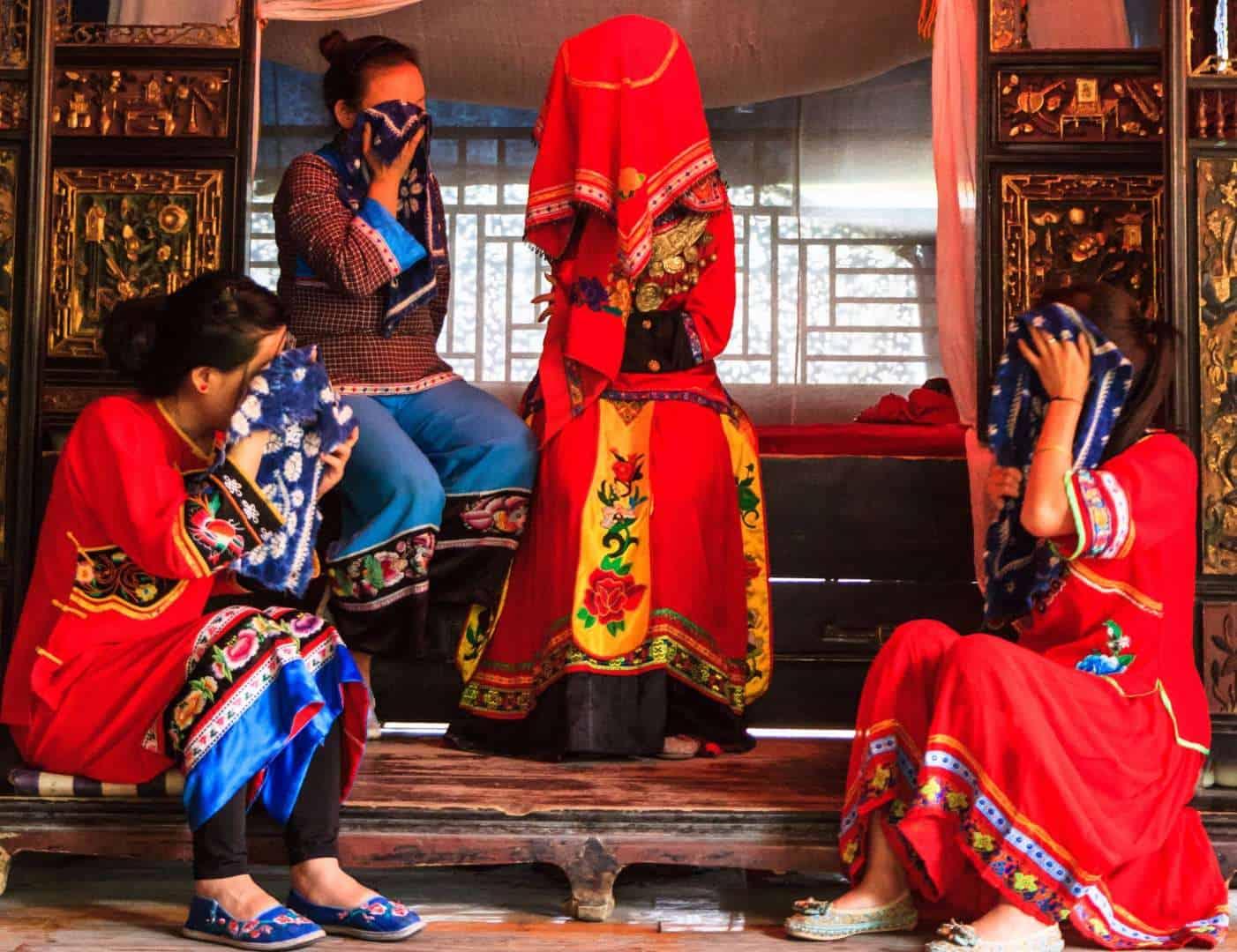 طقوس زواج غريبة في الصين: دموع الحب واجبة على العروس وأهلها