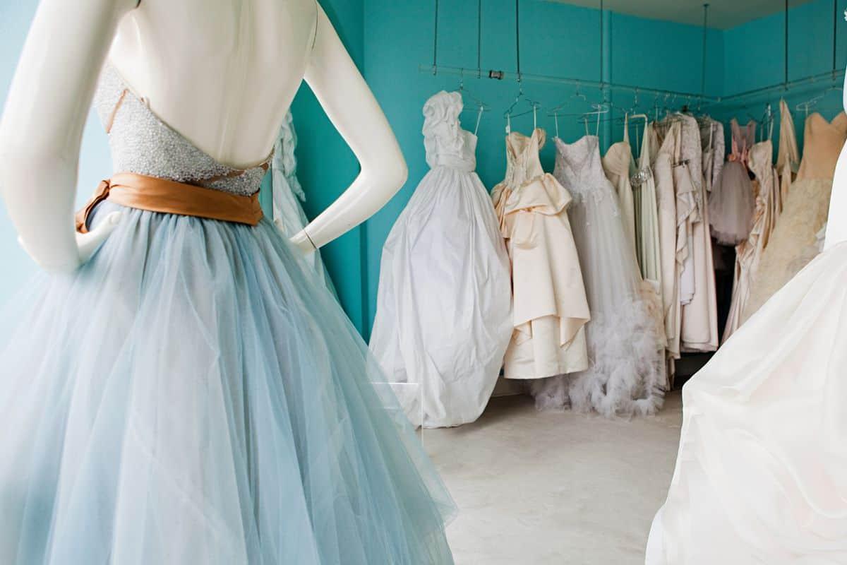 فستان زفاف ناعم وملون