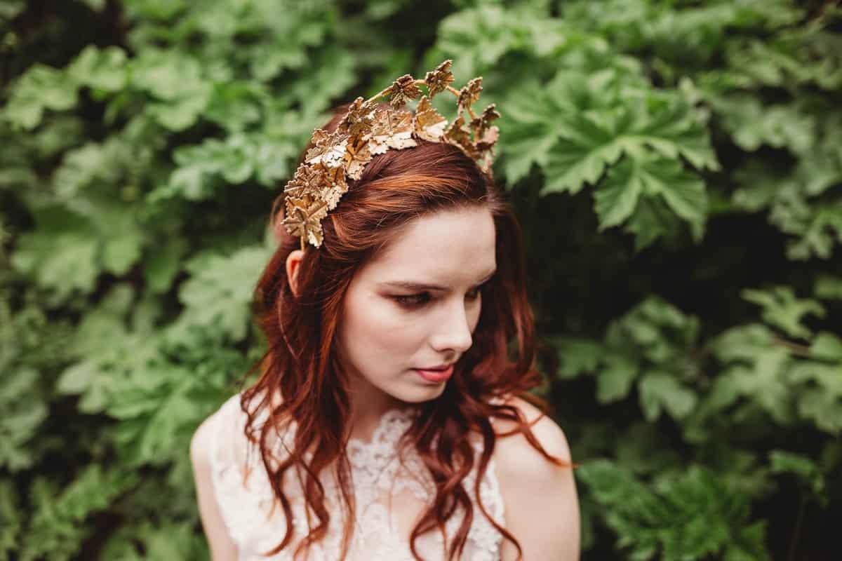 تسريحات عروس بالتاج : لون الشعر