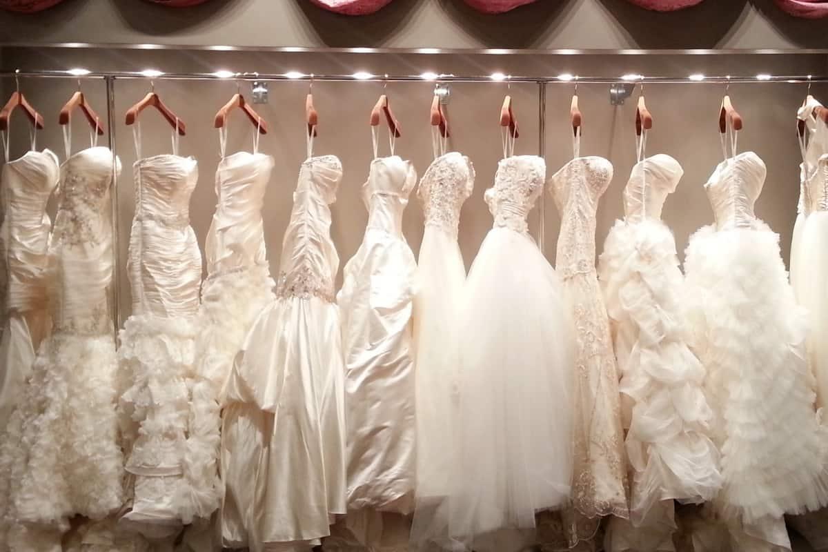 اجمل فستان عروس :عليك تجربة الفساتين قبل كل شيء
