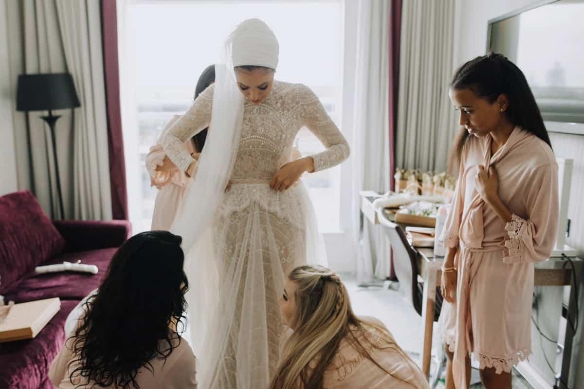 فساتين زفاف فخمه للمحجبات : ألوان تعبر عن شخصيتك
