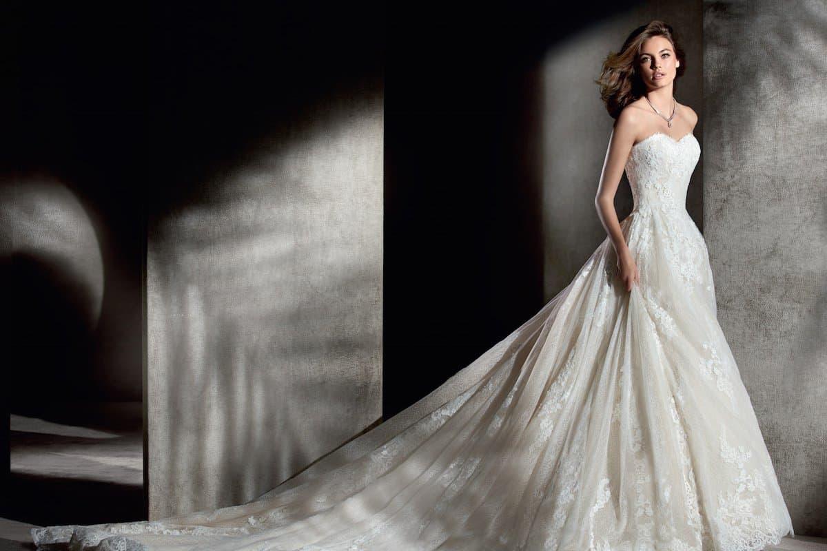 فستان عروس ابيضالتصميم أم شكل الجسم
