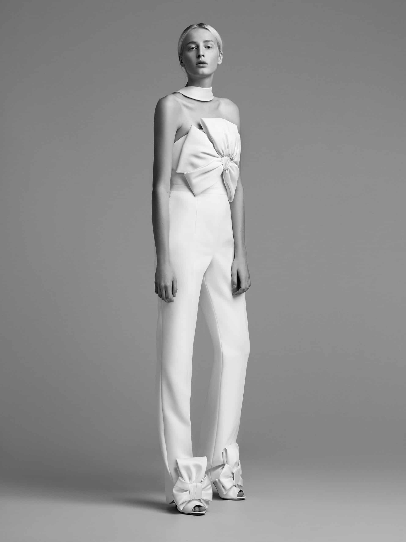 """بدلة زفاف بانتسوت من تصميم """" فيكتور ورولف مارياج"""""""