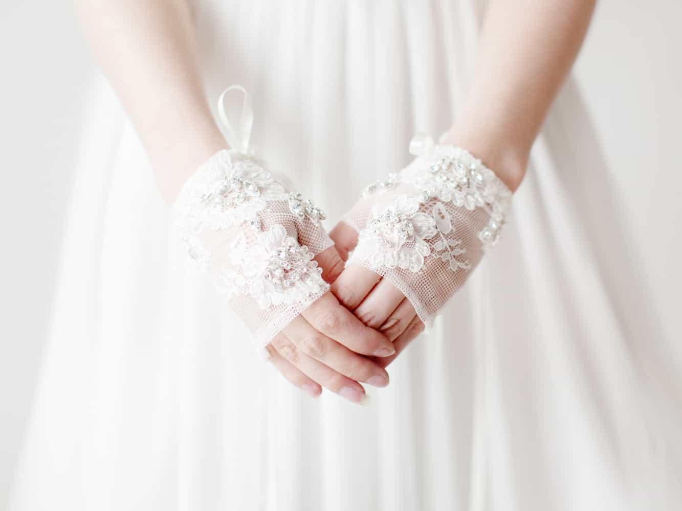 اكسسوارات زفاف: قفازات