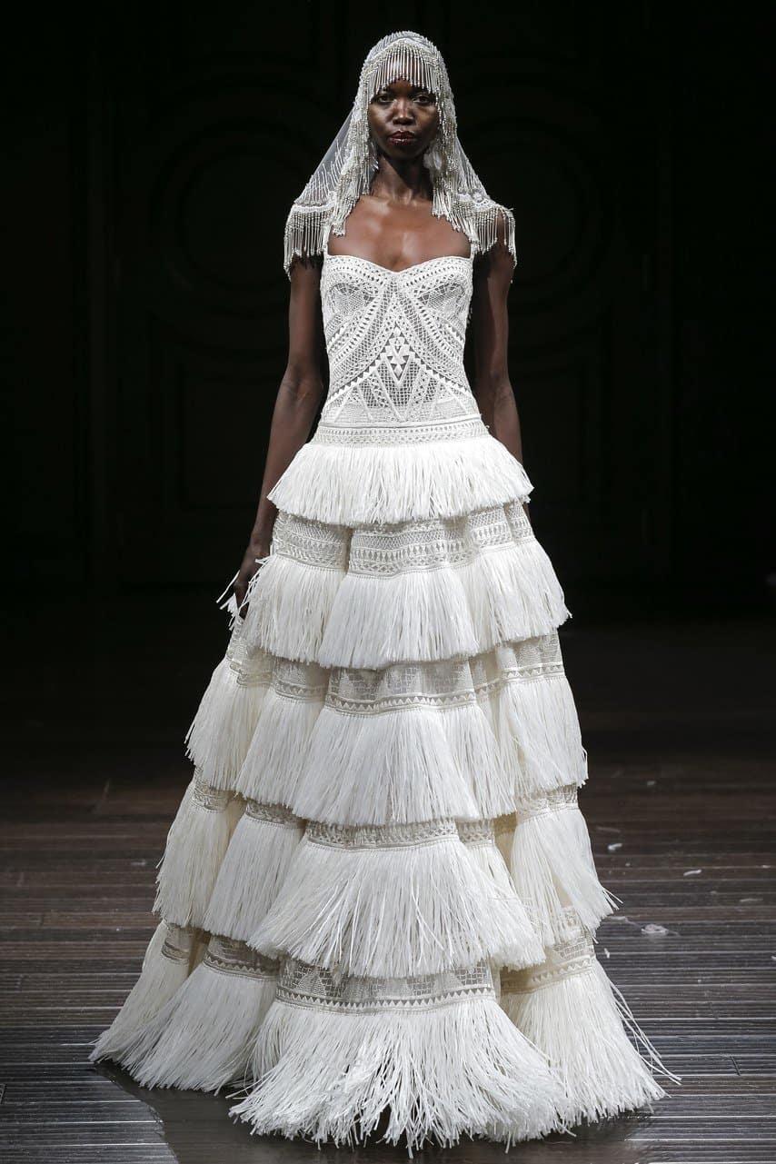 """فستان زفاف محاك من تصميم """"نعيم خان"""""""