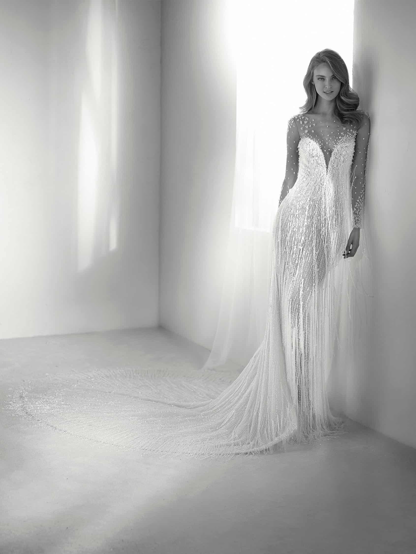 """فستان زفاف على شكل عروس بحر براقة من تصميم """"برونوفياس"""""""