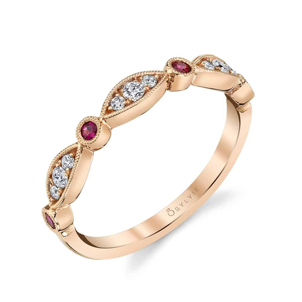 خاتم زفاف من الذهب الوردي والماس والياقوت الأحمر