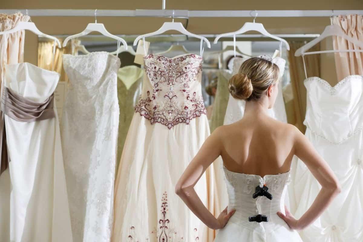 ملابس العروس