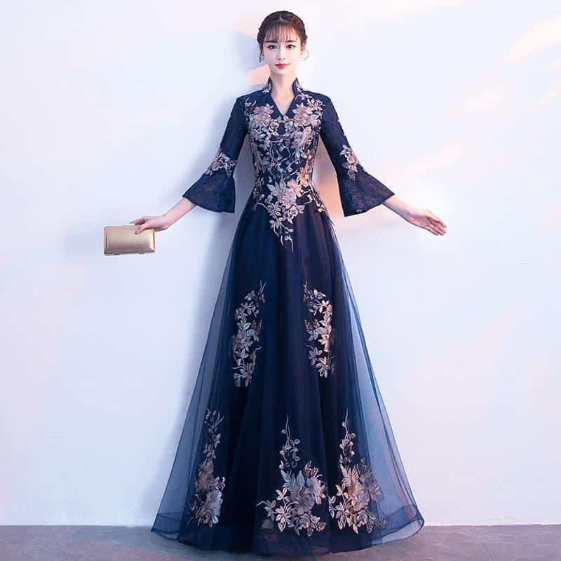 فستان سهرة بنقوش شرقية
