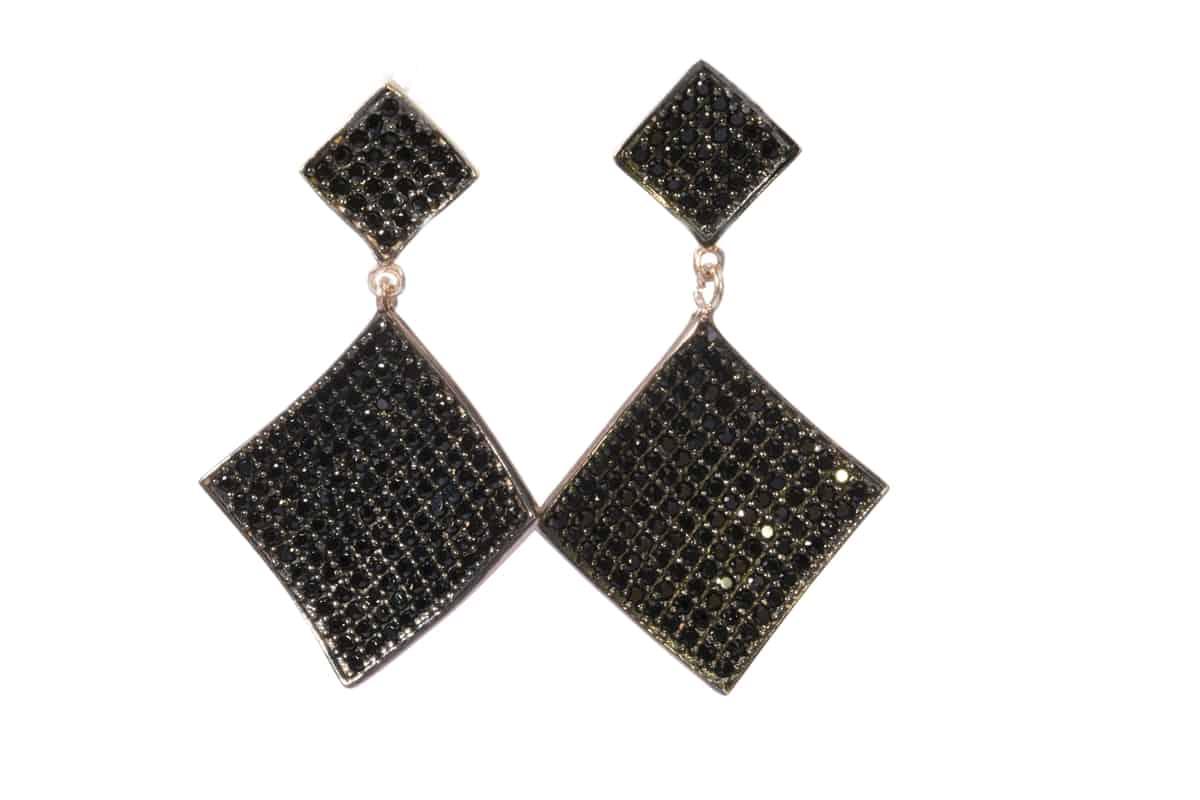 مجوهرات سوداء : أقراط سوداء مترفة