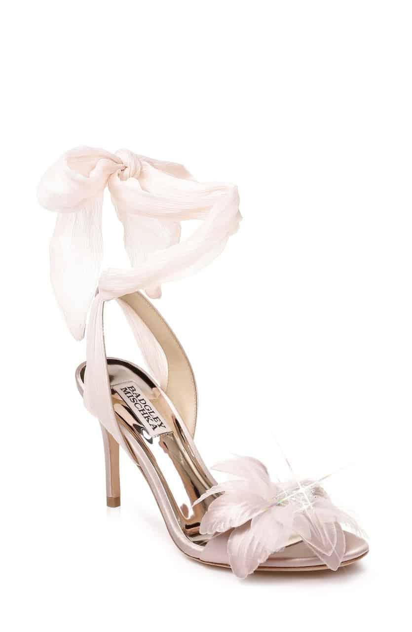 """أحذية زفاف من تصميم """"Badgley Mischka"""""""