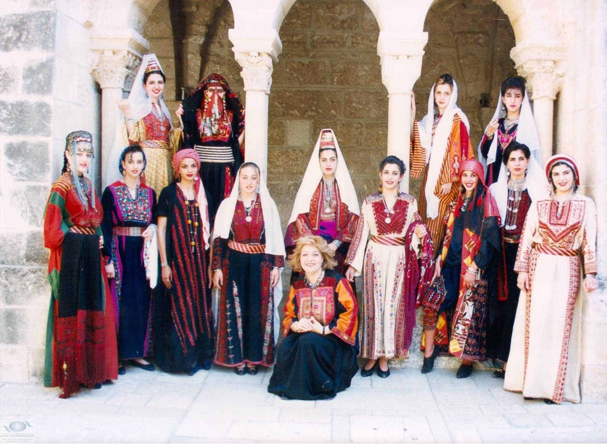 فستان زفاف عروس فلسطين