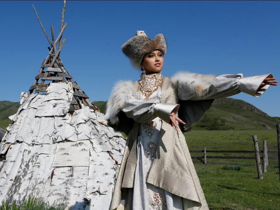 فستان زفاف عروس روسيا، الخاكاس