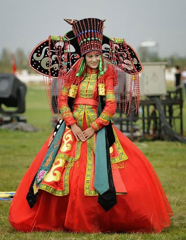 فساتين الزفاف حسب المناطق : فستان زفاف عروس منغوليا
