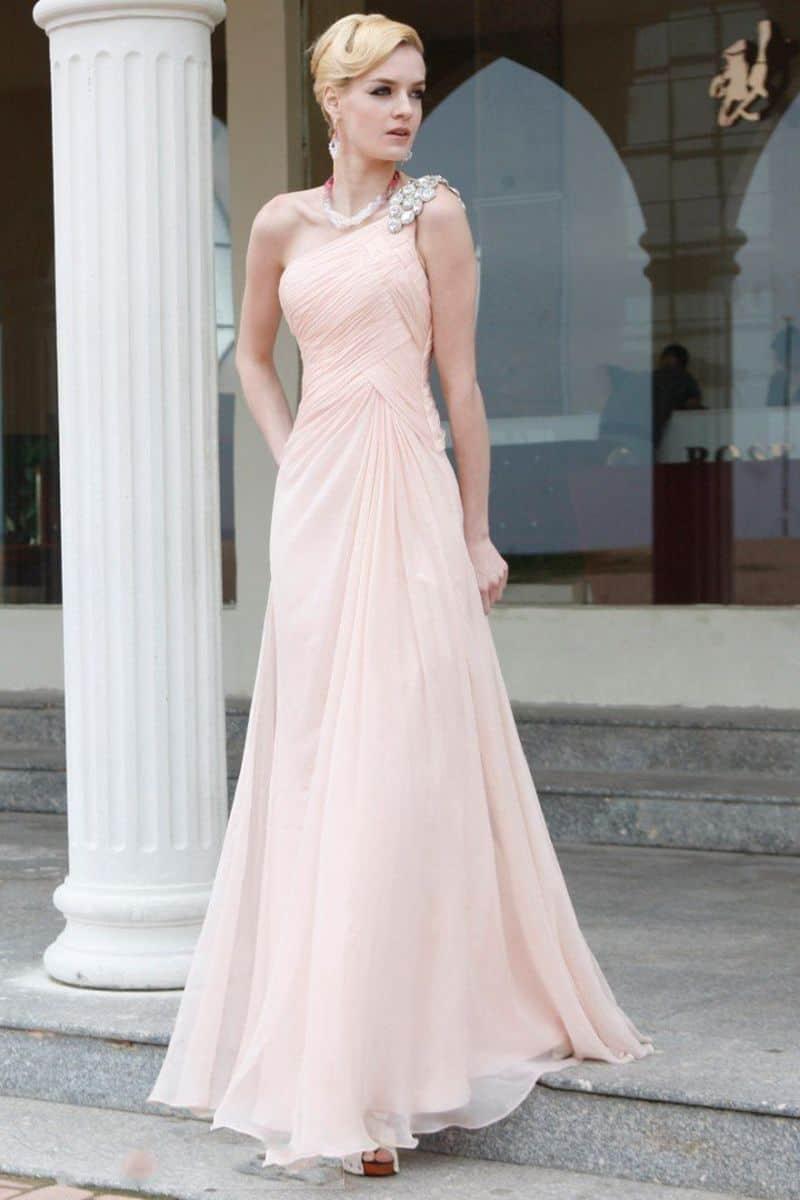 فستان طويل لحفلات الزفاف