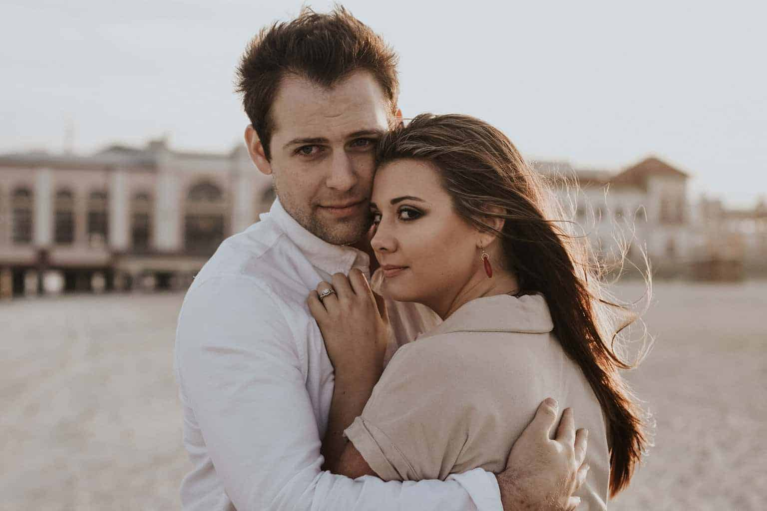 علامات حب الزوج لزوجته : الحماية