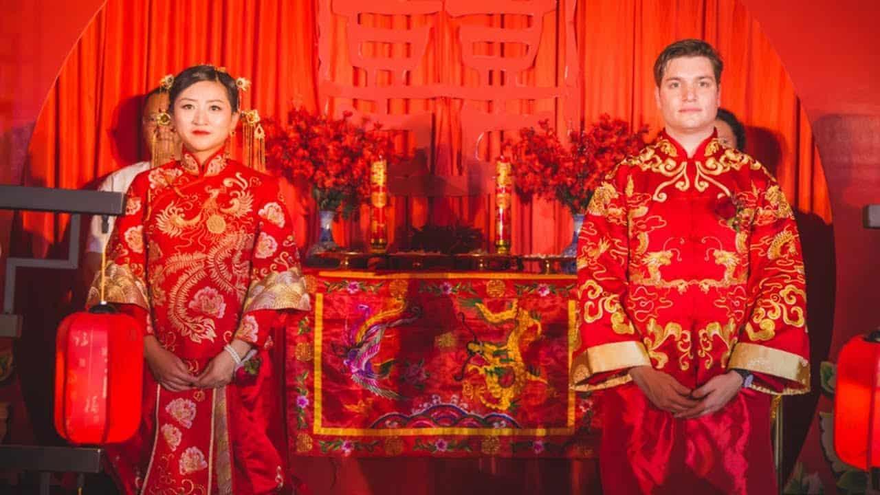 خاتم الزواج في البنصر عند الصينيين أيضا