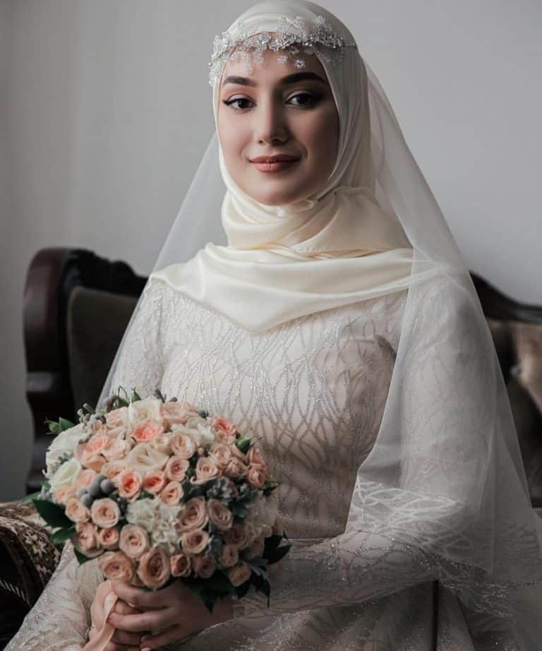 لفات طرحة للعرائس مع الإكليل