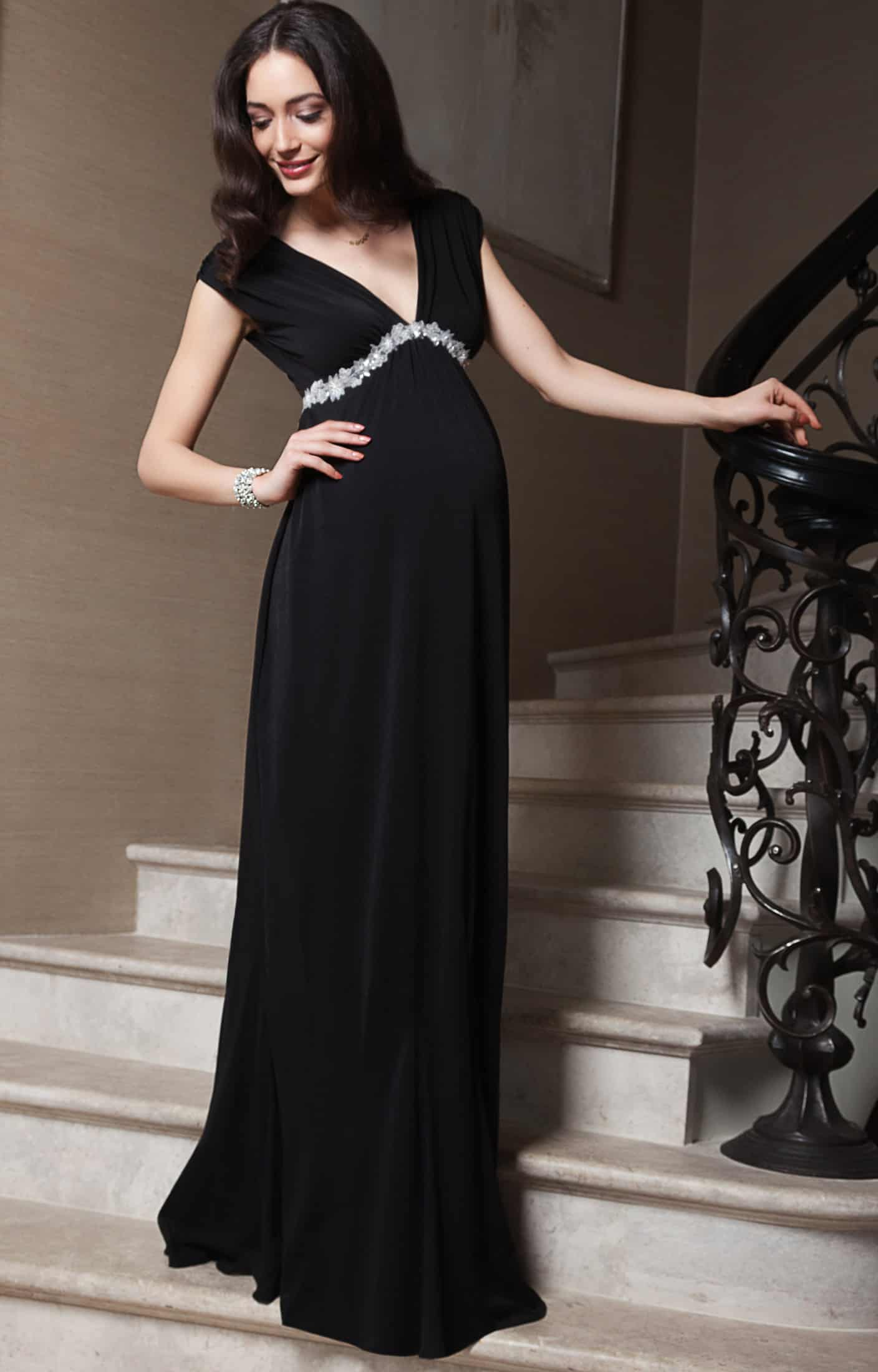 فستان حريري أسود