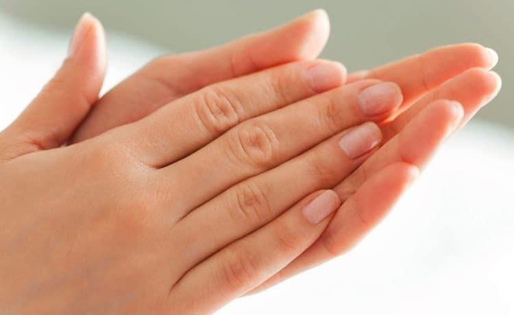 أسهل خلطات لتبييض اليدين