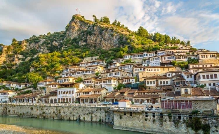 شهر العسل في ألبانيا